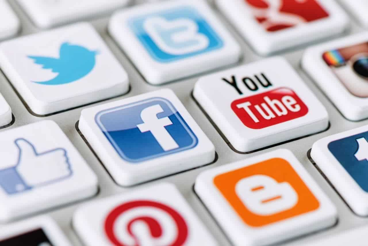 7 ways to avoid social media from destroying your immigration petition